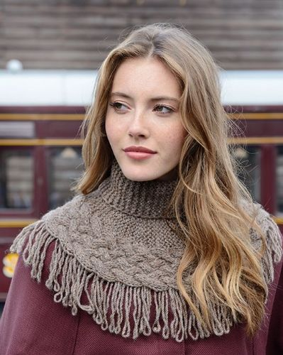 Luna Lattice Cable Cowl
